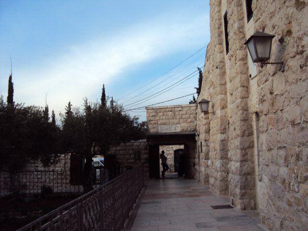 エルサレム旧市街内のキリスト教会にて