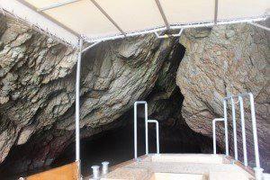 浦富海岸 洞窟に進む