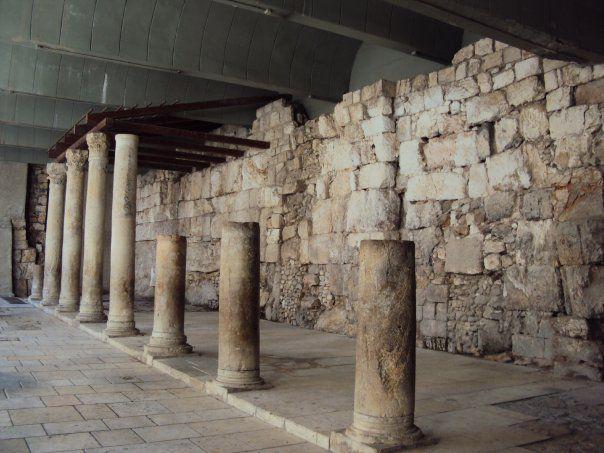 イスラエル エルサレム 神殿の柱跡