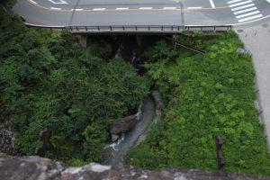 碓氷峠 めがね橋の上から真下を見下ろす