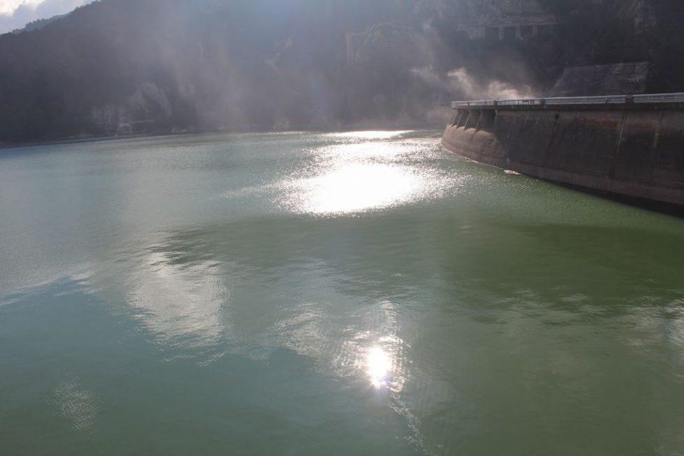 黒部ダム湖2