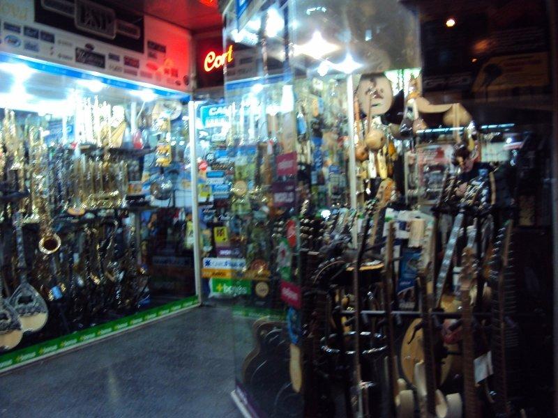 イズミルの楽器屋