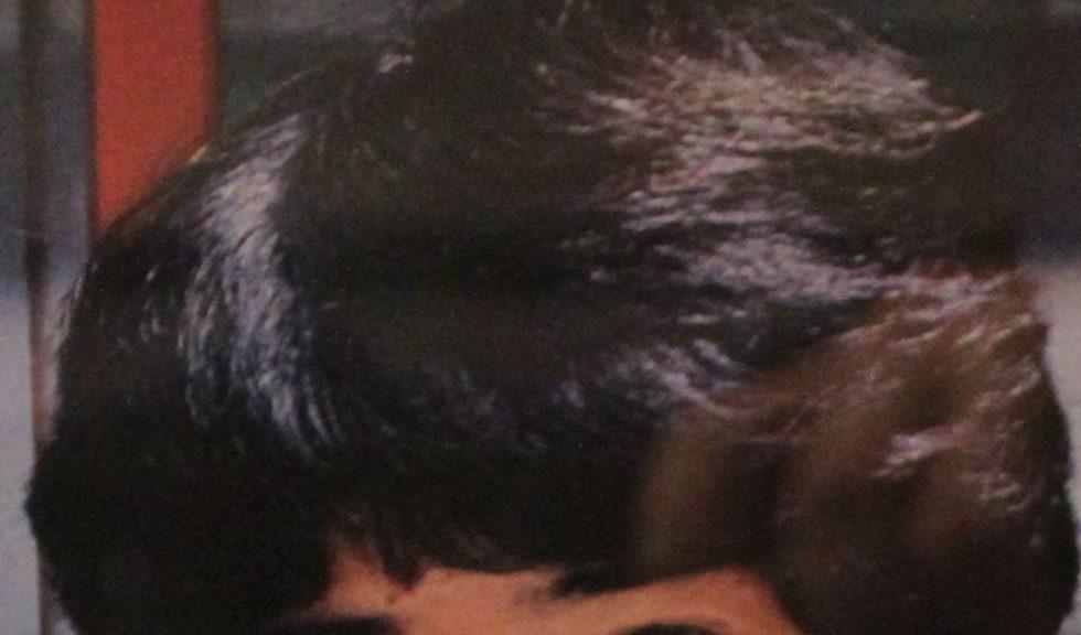 80年代くるんと外向きに流す髪型