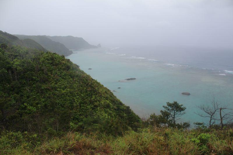 ジュゴンの見える丘 反対側