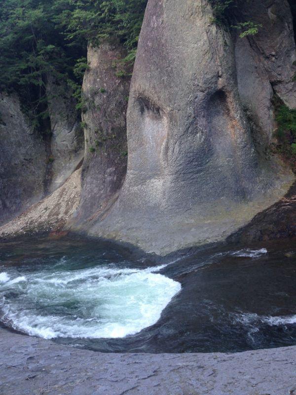 アバター調の岩