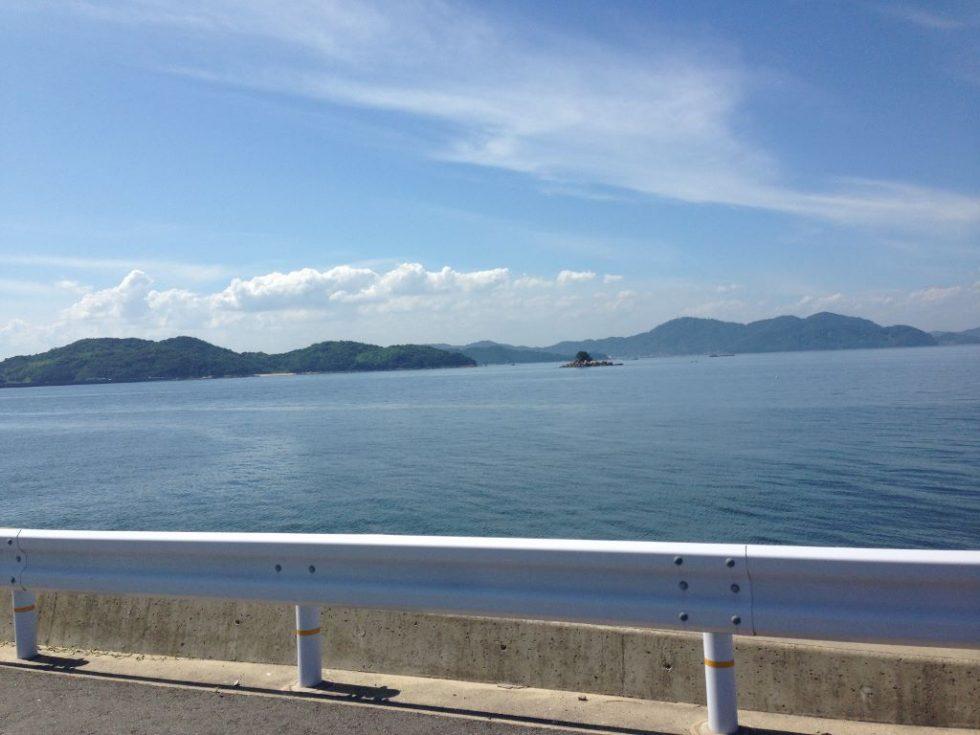 北木島の県道を走る