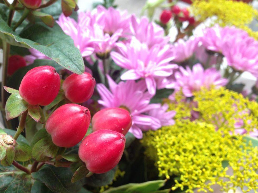 真夏の墓参りと花々