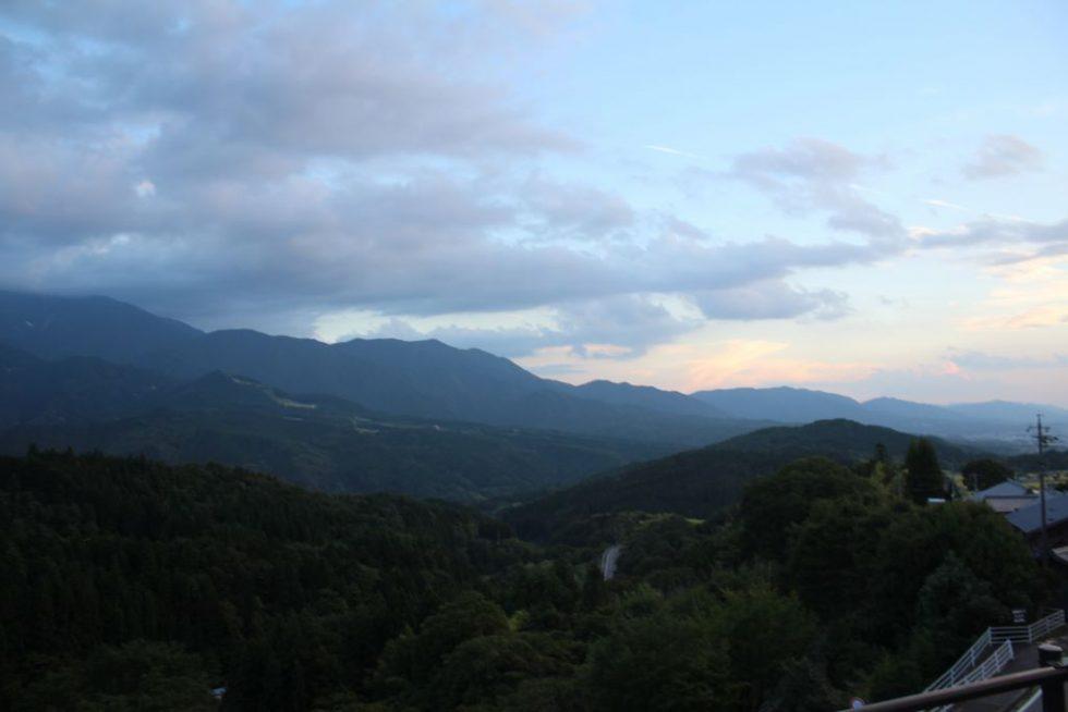 馬籠宿から望む恵那山