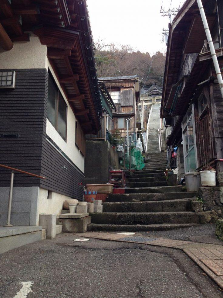 越前町 宿(しゅく)高台への石段