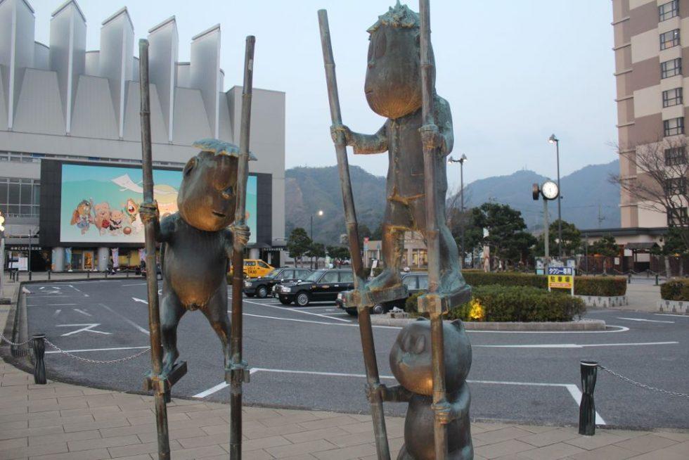 河童の三平・タヌキ・カッパ ブロンズ像