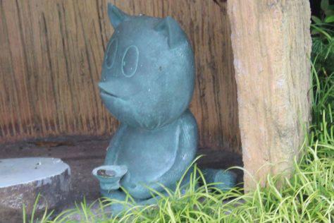タヌキ ブロンズ像