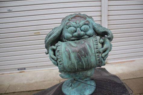 枕返し(まくらがえし)妖怪ブロンズ像