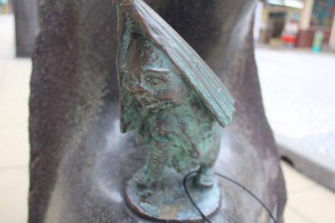 雨ふり小僧(あめふりこぞう)妖怪ブロンズ像