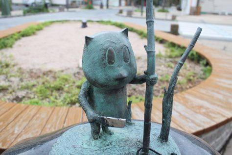 竹切狸(たけきりだぬき)妖怪ブロンズ像