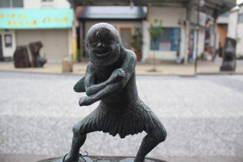 山童(やまわろ)妖怪ブロンズ像