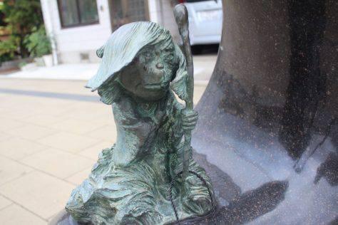 寒戸の婆(さむとのばんば)妖怪ブロンズ像