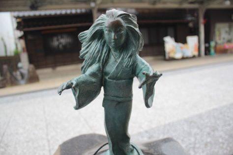 雪女(ゆきおんな)妖怪ブロンズ像
